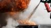 EXPLOZIE DEVASTATOARE urmată de un incendiu într-o casă de locuit: O femeie a ajuns cu arsuri la spital