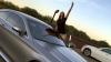 """O tânără din Moscova, """"spaima şoferilor"""": Conduce maşini de mii de euro şi arde teancuri de bani pe aragaz"""