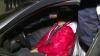 BEATĂ şi pusă pe scandal! O şoferiţă fără permis de conducere, PRINSĂ când încerca să fugă de poliţişti