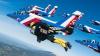CEL MAI SPECTACULOS CLIP din 2016! Au zburat cu jetpack-uri lângă avioane de vânătoare (VIDEO)