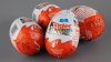 Kinder Surprise: Copii români din familii sărace, plătiţi pentru a asambla jucăriile din ouăle de ciocolată