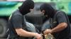 PERCHEZIŢII cu mascaţi în două apartamente din Capitală. Patru indivizi au fost încătuşaţi (VIDEO)