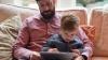 STUDIU: Tații ocupă un rol important în securitatea digitală a copiilor