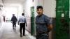 Trei angajaţi ai DIP, condamnaţi la puşcărie! Ce le făceau deţinuţilor e ÎNFRICOŞĂTOR