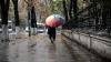 Nu uitați umbrelele acasă! Mâine, în ţară sunt aşteptate ploi cu descărcări electrice