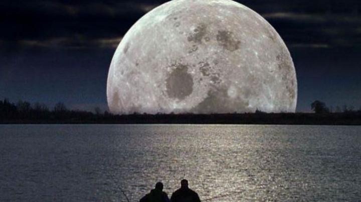 SPECTACULOS! Imagine INEDITĂ cu super luna surprinsă dintr-un avion (FOTO)