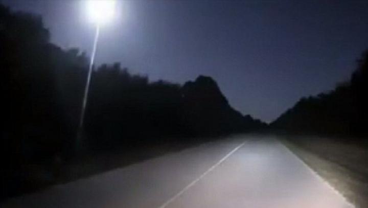 Oamenii, SPERIAŢI. O minge uriașă de foc a luminat cerul pe timpul nopții (FOTO)