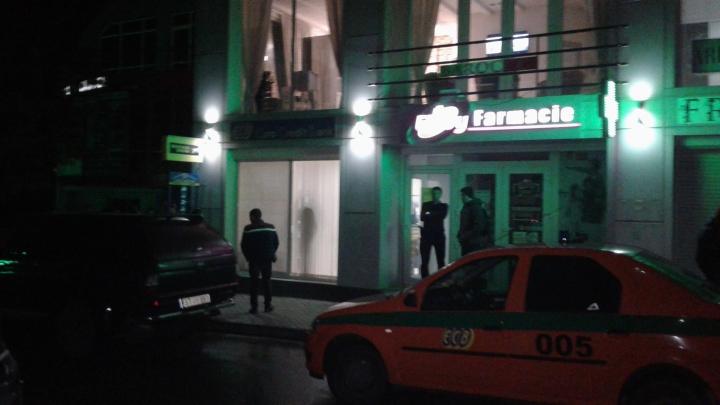 EXCLUSIV! IMAGINI ȘOCANTE de la ATACUL ARMAT de la filiala Eurocreditbank de la Strășeni. O persoană, ÎMPUȘCATĂ