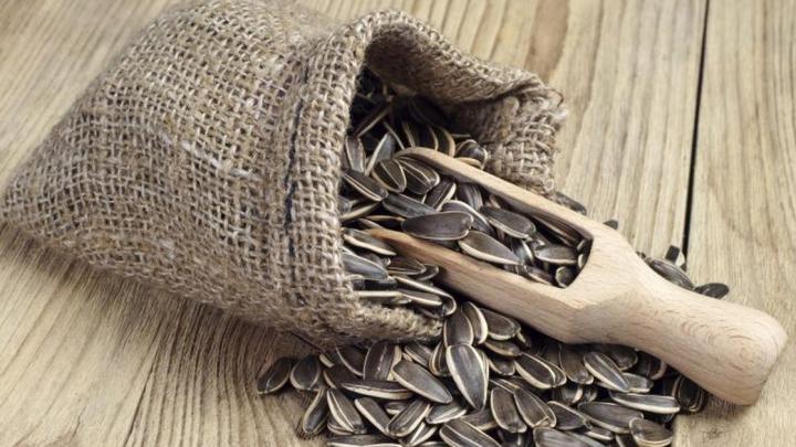 Obișnuiești să mănânci semințe prăjite în timpul liber? Află pericolele la care îți expui sănătatea