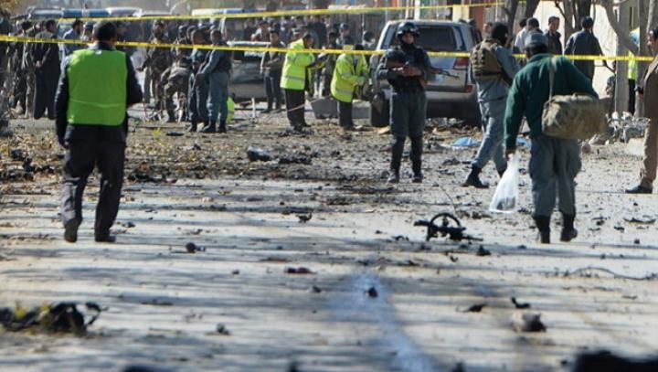 Cel puțin patru persoane ucise într-un atac sinucigaș împotriva unui vehicul guvernamental la Kabul