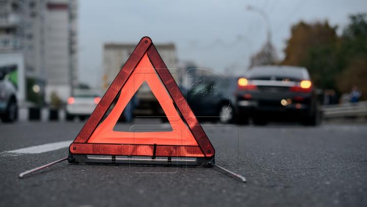 ACCIDENT TRAGIC la Dubăsari. Un bărbat a murit, iar alţi doi sunt răniţi