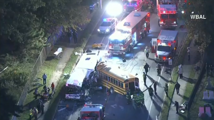 IMPACT FATAL! Şase morţi în urma unui accident rutier, în care a fost implicat un autobuz şcolar (VIDEO)