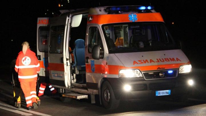 Accident FRONTAL dintre un automobil și un scooter! Un moldovean din Padova, transportat de urgență la spital