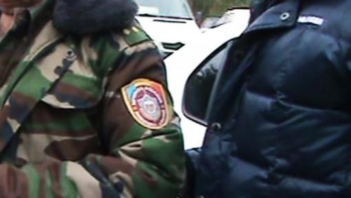 Un angajat al DIP, reţinut în flagrant delict pentru trafic de influenţă
