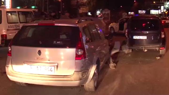 Iresponsabilitatea costă scump! Două maşini făcute zob într-un accident din sectorul Botanica (VIDEO)