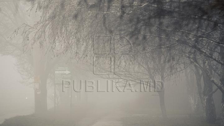 Un întreg oraş, cuprins de o ceaţă densă. Locuitorii panicaţi nu au văzut soarele de o săptămână (VIDEO)