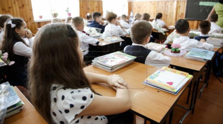 Educație cu pumnul la școală! Un profesor de religie, acuzat că a agresat trei copii