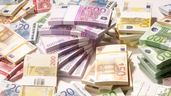 SPĂLARE DE BANI DE MILIOANE DE EURO. Poliţiştii moldoveni au ajutat la deconspirarea unei grupări