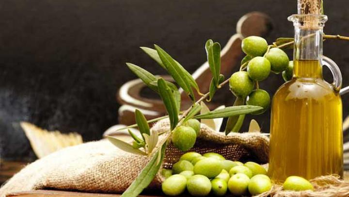 BINE DE ŞTIUT! Află cum poţi utiliza uleiul de măsline pentru frumuseţea ta