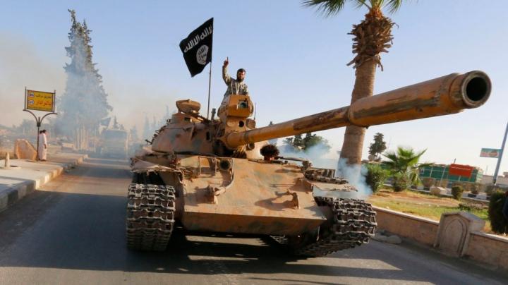 LOVITURĂ pentru ISIS! Cinci lideri ai grupării au furat mai multe milioane de dolari şi au fugit