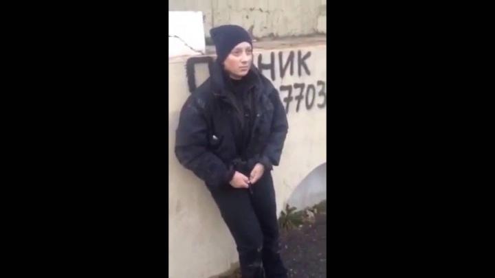 REVOLTĂTOR! O poliţistă, care a suferit un ictus cerebral, BATJOCORITĂ de câţiva tineri (VIDEO)