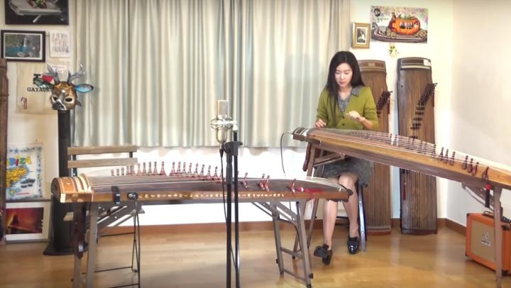 TALENT UIMITOR! Face coveruri la piese rock cu un instrument despre care nu ai mai auzit (VIDEO VIRAL)
