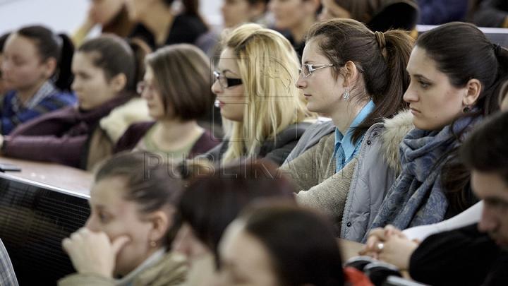 STUDIU: Adolescenții sunt din ce în ce mai afectați de depresie, în special fetele
