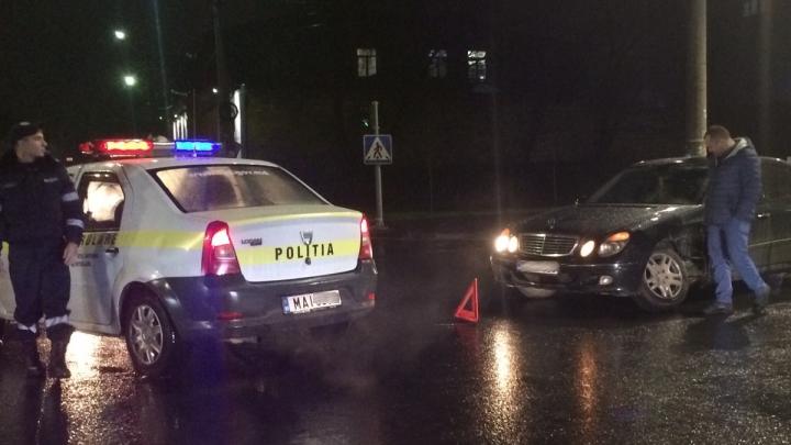 ACCIDENT în Capitală: Două automobile s-au lovit violent. Poliţia, la faţa locului (FOTO)