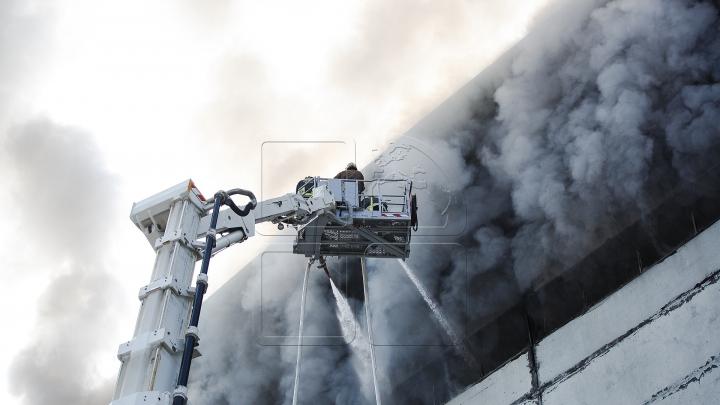 IMAGINI DRAMATICE! Primele fotografii cu încăperile depozitului care a fost mistuit de flăcări  (FOTO)