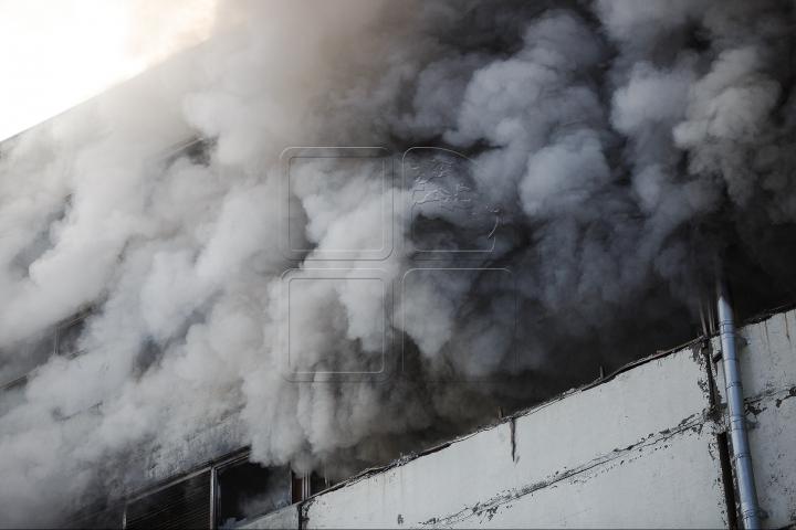 FILMUL EVENIMENTELOR. INCENDIUL DEVASTATOR de pe strada Uzinelor pare DE NEOPRIT (VIDEO)