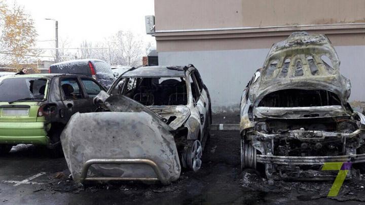 Trei maşini, făcute SCRUM într-o parcare din Odesa. De la ce a pornit incendiul (FOTO/VIDEO)