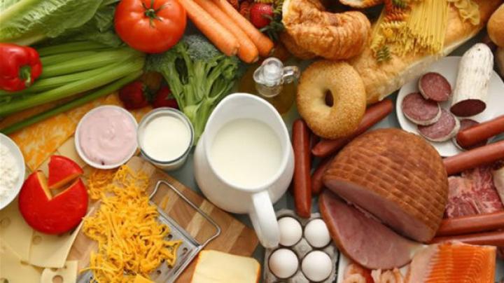 ÎNGROZITOR! Ce ingrediente se află, de fapt, în mâncarea pe care o cumpărăm din magazine