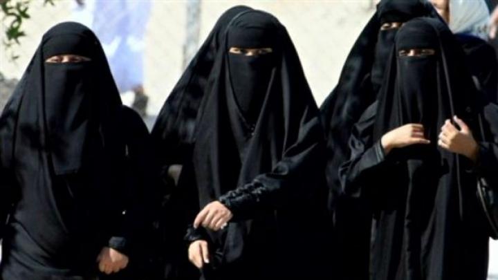 29 de femei iraniene au fost arestate la Teheran pentru că au îndrăznit să iasă în public fără să poarte hijab