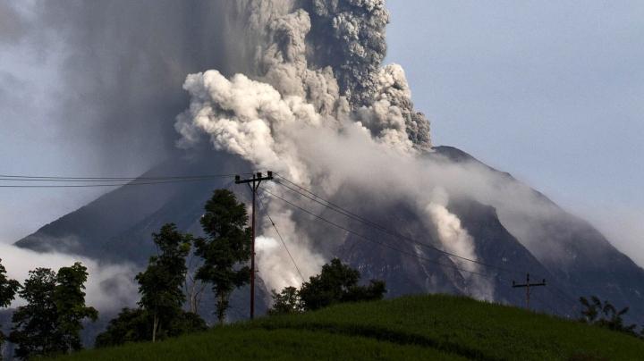Imagini spectaculoase cu Sinabung, unul dintre cei mai activi vulcani din Indonezia