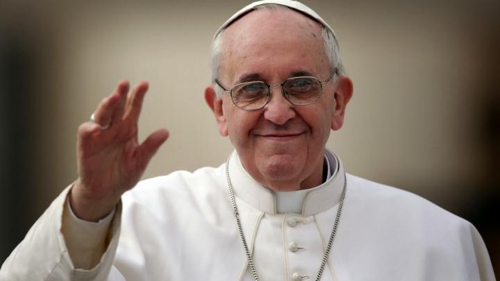 Papa Francisc îşi doreşte să facă o vizită în România