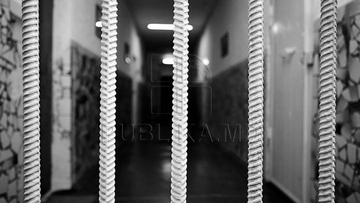 SURPRIZE - SURPRIZE! Ce au găsit gardienii în mai multe colete destinate deţinuţilor (VIDEO)