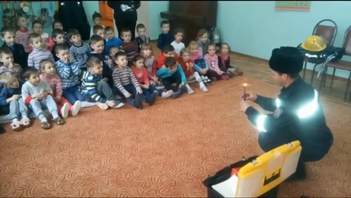 Copiii din grădiniţe, instruiţi cum să respecte regulile de securitate împotriva incendiilor