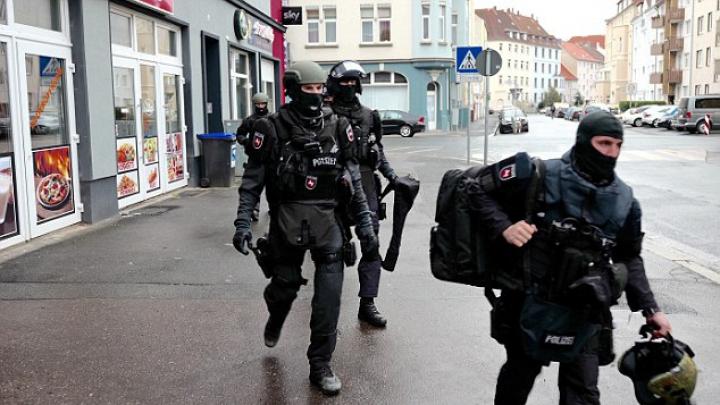 Operațiune ANTITERO în estul Germaniei: Opt persoane, ARESTATE pentru violență împotriva refugiaților