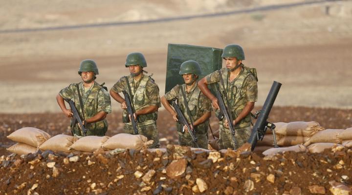 Schimb de focuri între militarii turci şi membrii Statului Islamic: Cel puţin trei persoane au murit