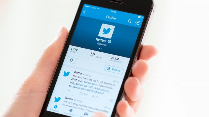 Twitter a suspendat mai multe conturi cu legături cu extrema dreaptă americană