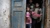 Sute de copii bolnavi și răniți așteaptă să fie evacuați din estul Alep