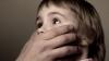 IMAGINI ȘOCANTE! Cum a agresat un pedofil doi copii (VIDEO)