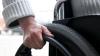 Angajatorii care vor lua la muncă persoane cu dizabilităţi ar putea primi mai mulţi bani