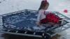 O fetiță de patru ani a devenit celebră, după o săritură eșuată pe o trambulină înghețată (VIDEO VIRAL)