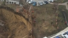 Se joacă pe marginea PRĂPASTIEI! Lângă un teren de joacă din Stăuceni a fost săpată o GROAPĂ IMENSĂ (FOTO)