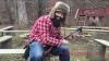 INEDIT! Un muzician a cântat la o chitară meșterită dintr-o pușcă. Videoclipul face ravagii pe Internet