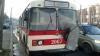 MOMENTUL în care troleibuzul nr. 4 ARDE pe o stradă din sectorul Botanica (VIDEO)