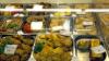 Sute de kilograme de MÂNCARE ALTERATĂ, descoperite în supermarketurile din Capitală