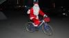 Au pornit la drum pe biciclete. Mai mulţi Moşi Crăciun au adus zâmbete în familiile nevoiaşe din ţară