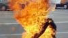 Gest necugetat. Un român s-a incendiat în Italia, în fața mamei și a surorii lui